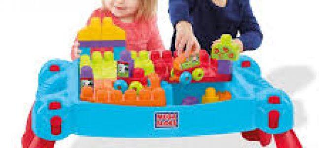 Oui au jeu de construction quand bébé apprend à parler