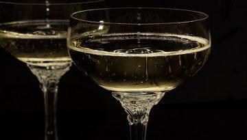 champagne-glasses-1940262_640