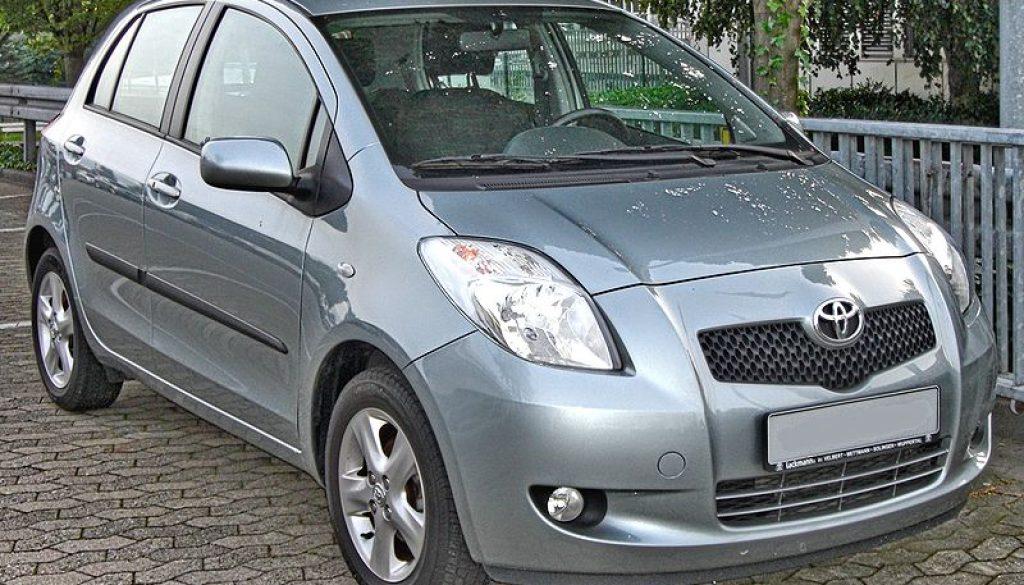 800px-Toyota_Yaris_1.3_VVT-i_front